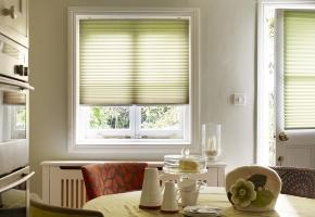 Plisētas žalūzijas standarta logiem, vadāmas ar rokturi – 1 tips