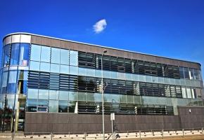 Screen rullo žalūzijas un moduļu starpsienas modernajā Utenas biznesa centrā